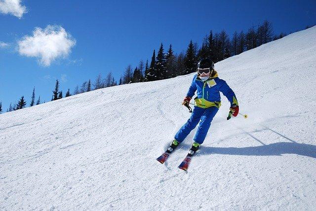 Quali sono le differenze tra sci alpino e sci di fondo?