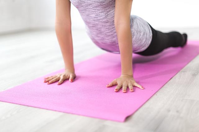 Come pulire e lavare un tappetino da yoga molto sporco