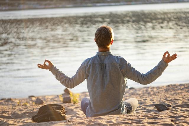migliori pantaloni da yoga per uomo