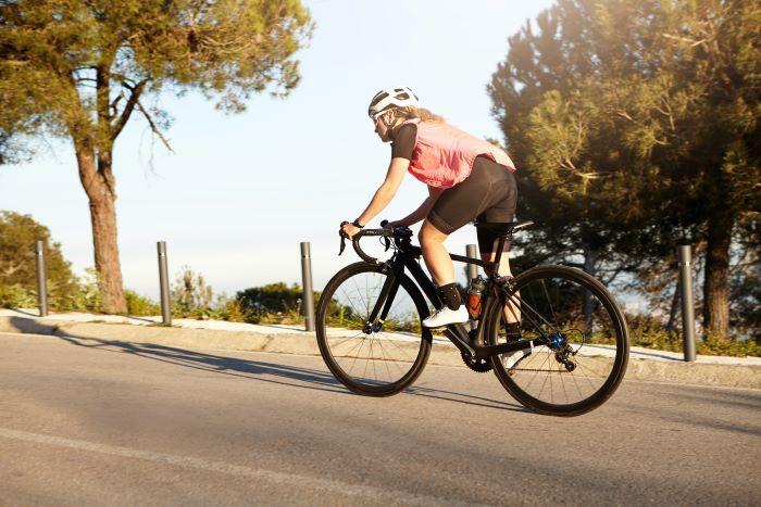 Pedalare con le emorroidi, tutto quello che devi sapere su emorroidi e bici