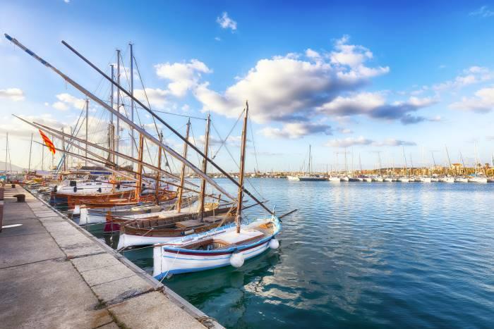 una vista del porto turistico di alghero
